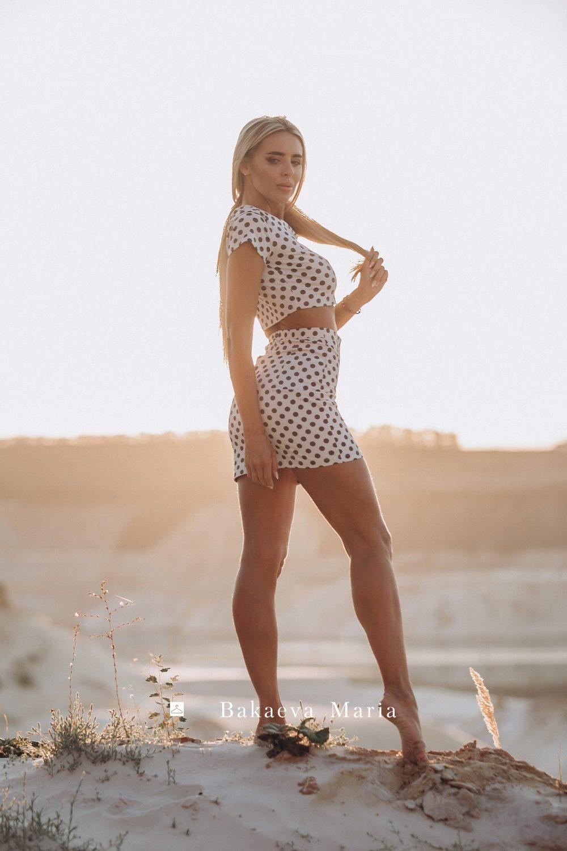 Топ и юбка в черно-белый горох