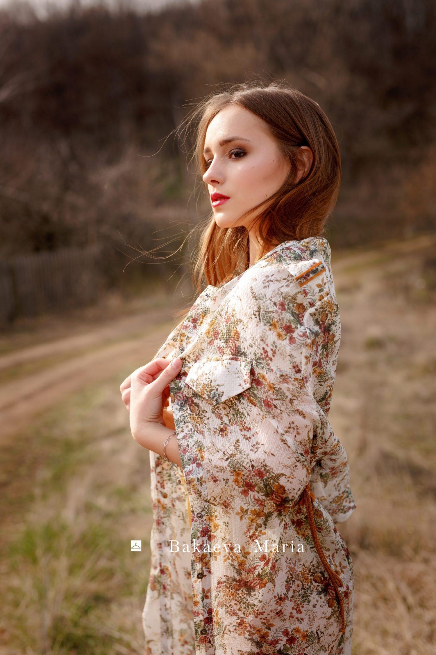 Шелковое платье в мелкий цветок